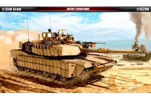 Model Kit tank 13298 - U.S. Army M1A2 TUSK II (1:35)